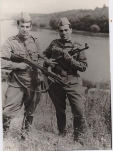 Я и Михаил на военных сборах  в гор. Гайсине, Украина. 1970 год